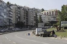 Avenida Padre Cruz e Calçada de Carriche com trânsito condicionado