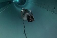Veja um mergulho na piscina interior mais funda do mundo