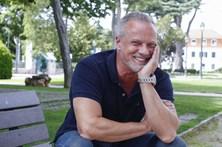 """Ricardo Carriço confessa: """"Divirto-me que nem um doido com a música"""""""