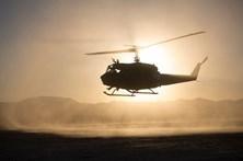 Helicóptero é atingido a tiro e aterra de emergência na praia