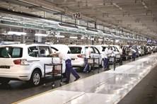 Autoeuropa vai pagar mais 175 euros do que o previsto na lei por trabalho por turnos