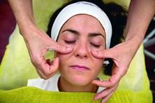 Massagens com porcelanas para eliminar papos