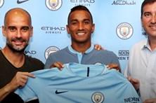 Danilo assina por cinco anos com o Manchester City