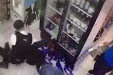 Vídeo mostra polícia a agredir violentamente jovem de 20 anos