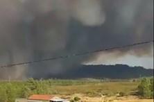 Mais de 200 operacionais combatem fogo em Portalegre