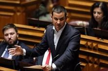 """PS acusa Passos Coelho de """"descaramento"""" ao responsabilizar Governo no caso Banif"""