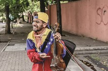 Violinista anti-Maduro ferido durante marcha