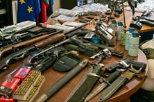 PJ no rasto das armas roubadas no Exército