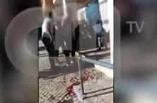 Vídeo mostra detenção de homem que agrediu polícias em Oeiras