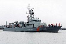 Vaso de guerra americano dispara contra navio do Irão