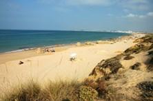 Praia dos Salgados em Albufeira reaberta a banhos