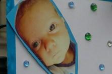 Pais de bebé com doença rara desistem de manter filho vivo