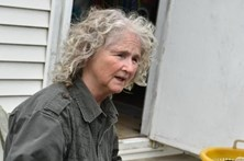 Mulher vive sozinha há 40 anos numa ilha deserta