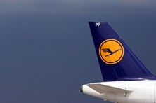 Mulher dá à luz em pleno voo da Lufthansa