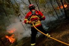 Incêndios cercam aldeias e lugares