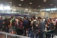 """Associação de companhias aéreas alerta para """"enormes atrasos"""" no aeroporto de Lisboa"""