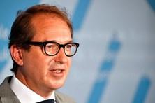 Ministro alemão ordena recolha de veículos Porsche por emissões poluentes