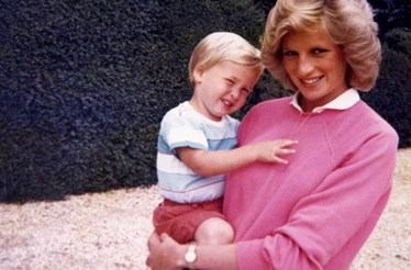 William e Harry divulgam fotos inéditas de Diana