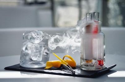 Kimya oferece a química perfeita entre cocktails e petiscos