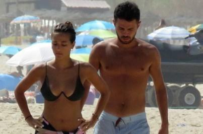 Namorada de Bernardo Silva encanta na praia