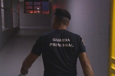 Confronto entre reclusos pelo poder na prisão