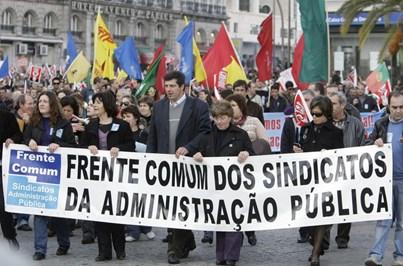 """Frente Comum """"acampa"""" no Ministério das Finanças pela integração dos precários"""