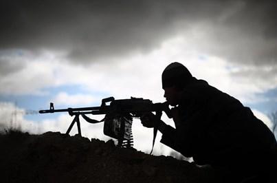 EUA acabam com programa de apoio a rebeldes anti-Assad