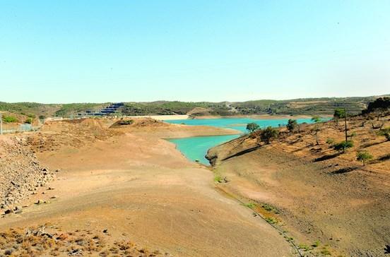 Seca obriga a racionar água em 15 municípios