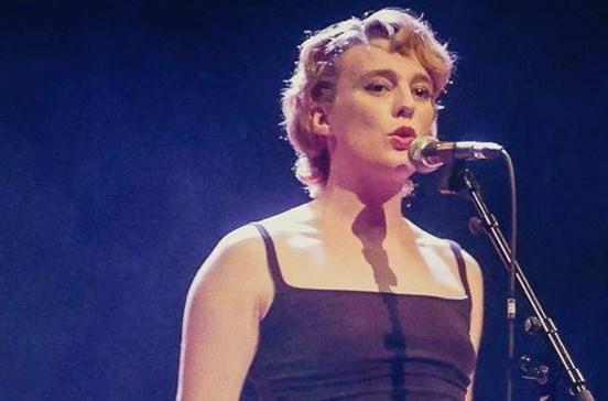 Cantora Barbara Weldens morre em palco