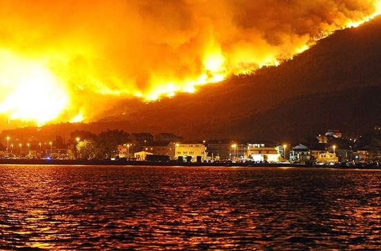 Croácia combate incêndio que atravessou fronteira de Montenegro