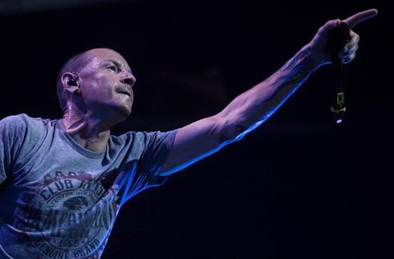 Chester Bennington imitou na morte o amigo Chris Cornell