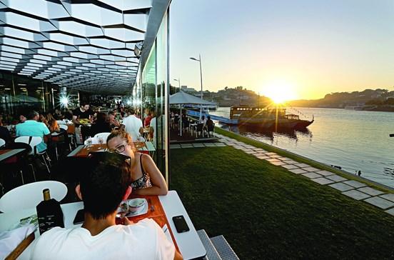 Lista de restaurantes onde a vista servida à mesa