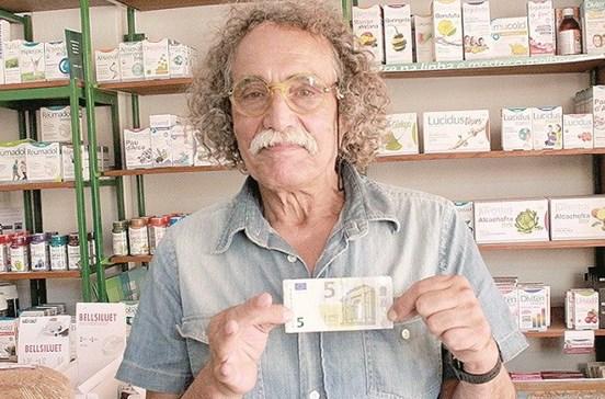 Rouba 3 cêntimos e perde nota de 5 euros
