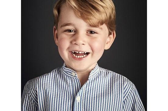 Príncipe George faz quatro anos