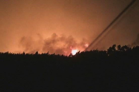 Fogo na Sertã continua ativo e mobiliza nove meios aéreos