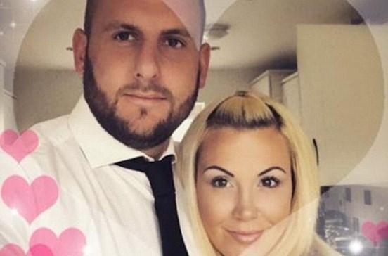 Pede desculpa ao marido morto por agora namorar com o cunhado