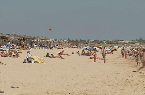 Praia de Albufeira interdita devido a foco de poluição