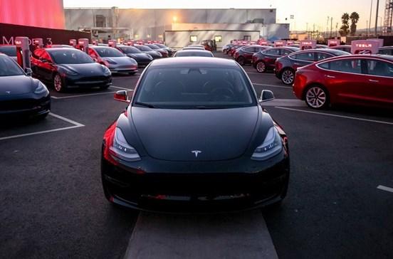 Conheça o Model 3, o Tesla que só custa 35 mil dólares
