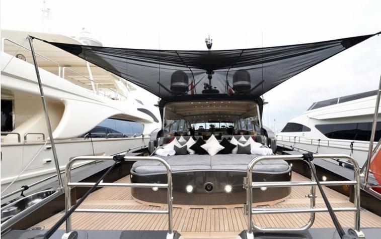 Autoridades do fisco espanhol inspecionam barco alugado por Cristiano Ronaldo