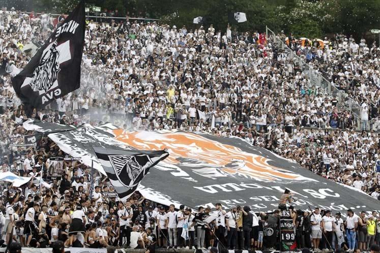Polícia investiga venda de material pirotécnico a claques de futebol
