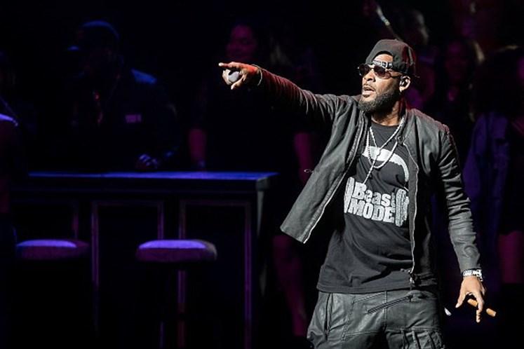 R. Kelly é acusado de manter seis garotas em cárcere privado