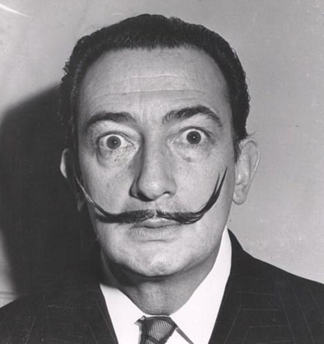 Exumação revela bigode intacto de Salvador Dalí, 28 anos após morte