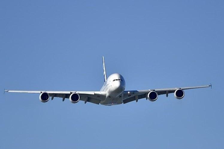 Piloto evita a colisão no ar com um Airbus A380 da Emirates