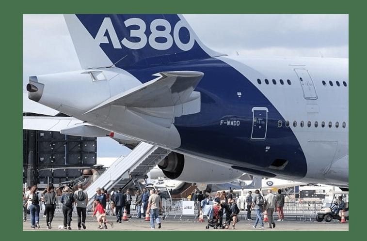 Piloto evita colisão com maior avião do mundo