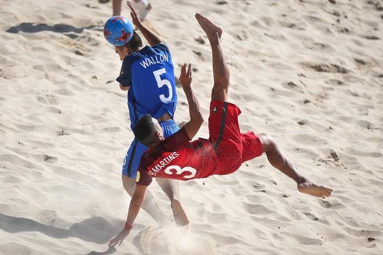 Jordan Santos faz hat-trick no Mundialito — Futebol de praia