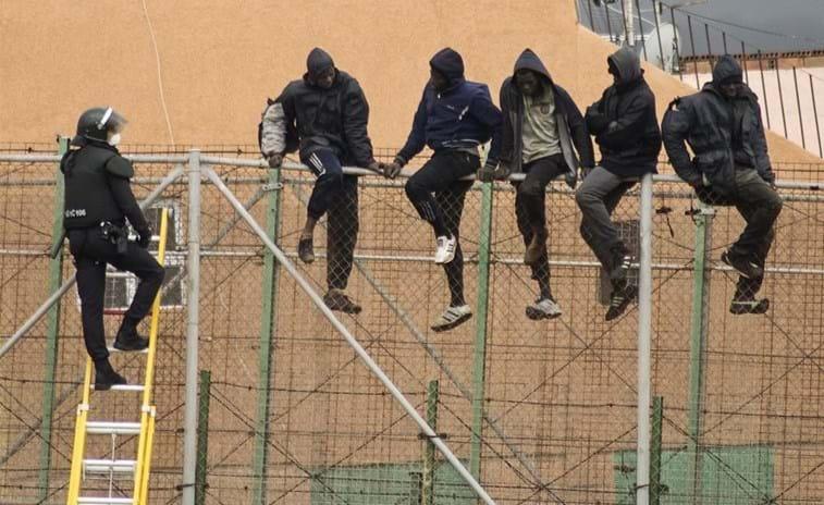 Homem ataca posto fronteiriço de Melilla com faca. Um polícia ferido