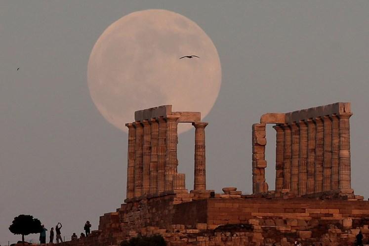 Após três anos, Grécia volta ao mercado financeiro com bônus a 4625%