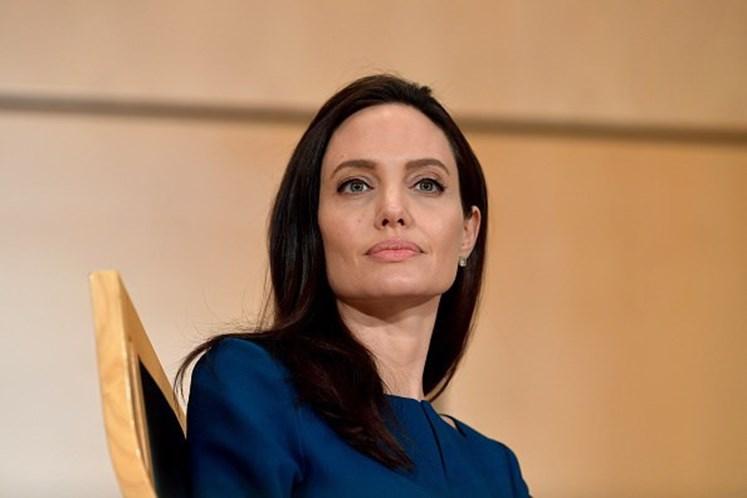 Angelina Jolie revela que sofre de doença há um ano