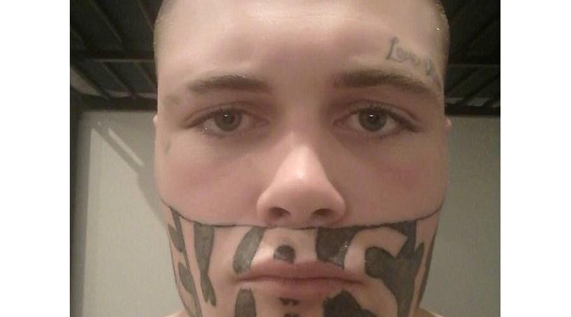 Jovem tatuado na cara já negou 45 propostas de emprego