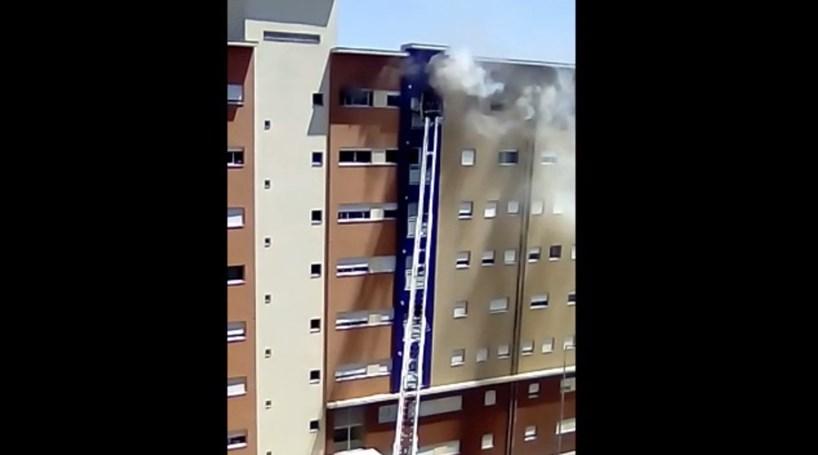 Incêndio em Gaia causa quatro feridos e obriga à evacuação de prédios vizinhos